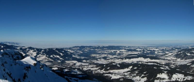 Wie so oft, das Rheintal und die Bodenseeregion unter einer dicken Nebelschicht!