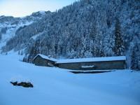 Im weiteren Verlauf kommt man an der Alpe Alpeli vorbei.