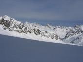 Blick vom Gletscher nach Norden zur gestrigen Tour auf den Breiten Grieskogel.