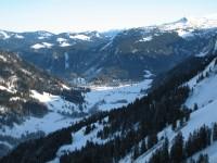 Blick hinab auf Schönenbach.