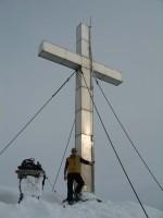 Riesen Gipfelkreuz am Knoten auf 2214m.