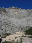 Die verdammt beeindruckende 1300Hm-Wand des Monte Casale vom Parkplatz aus