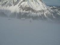 Silvia mitten in einer starken Föhnböhe. Hier auf der Alpe Mutteri auf 1660m kehren wir auch um.