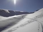 Kurz die verschneite Aufstiegsspur nutzend