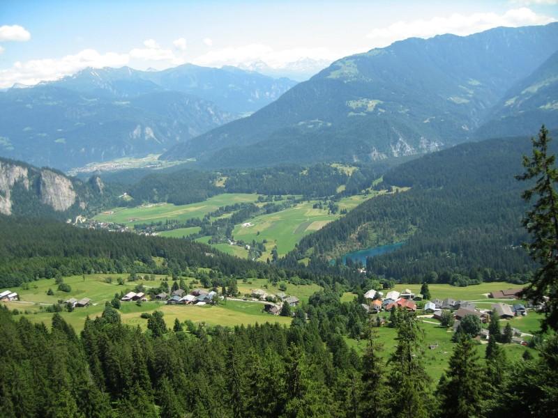 Schöner Blick auf den Crestasee. Links hinten ist Bonaduz.