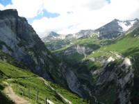 Beim Abstieg nach Bargis hat man schönen Blick ins Mulinstal.