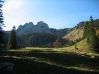 Heute geht's auf den überlaufenen Risserkogel, wobei 95% der Auf- und Abstiegswege über total einsame Wege erfolgen. Geheimtipp! Hier kurz vor der Blankenstein Alm mit Blick auf den Blankenstein.