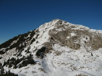 Bereits am Fuße des Gipfelaufbaues, in 10 Minuten werden wir das herrliche Panorama vom Gipfel genießen können.