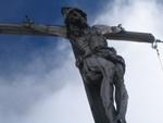 Handgeschnitzter Christus am Gipfelkreuz des Piz Miaras.