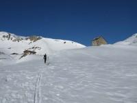 Der Aufstieg führt dann bei der Sesvennahütte vorbei. Dort werfen wir einen kurzen Blick in den Winterraum.