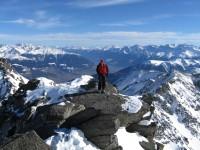 Langsam bekomme ich Hunger und kann die Gipfelbrotzeit kaum mehr erwarten. Bereits ein herrlicher Blick ins Vinschgau.