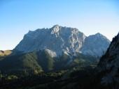 Blick vom Einstieg in den Seebener Klettersteig nach Norden zur Zugspitze.