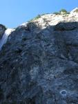 Gleich von Null auf Hundert. Echt gewaltig. Dazu feuchter Fels vom Wasserfall und Regen vom Vorabend.
