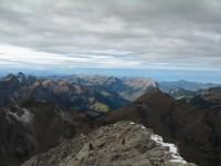 Blick in den Bregenzerwald wo schon wieder die Sonne scheint. Wir werden im Abstieg dann auch nochmals blauen Himmel erleben…