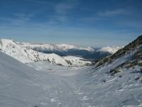 Blick von der westseitigen Einsattelung nach Norden Richtung Seefeld, von hier weg trage ich die Schi auf den Gipfel.