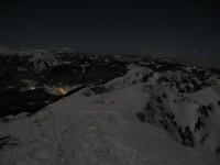 Blick nach Osten, im Tal Bezau, ganz hinten der Säntis und das Rheintal im Nebel.