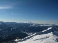 Blick nach Westen, wo sich am Horizont bereits das nächste Schneepaket ankündigt.