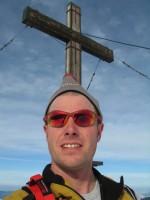 Auf der Winterstaude 1877m, das Gipfelkreuz mittlerweile wieder abgetaut.